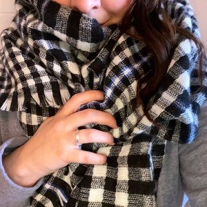 Huge warm black and white checkered blanket scarf